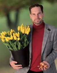 Rudolf Kusý (vpravo), tulipány (vľavo). Symbol štartu kampane...