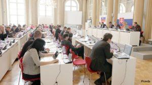 Azda prvé neprelomené veto za posledné roky v bratislavskom parlamente. Netradičná zmena názorov priniesla matovú pozíciu pre Dúbravku.